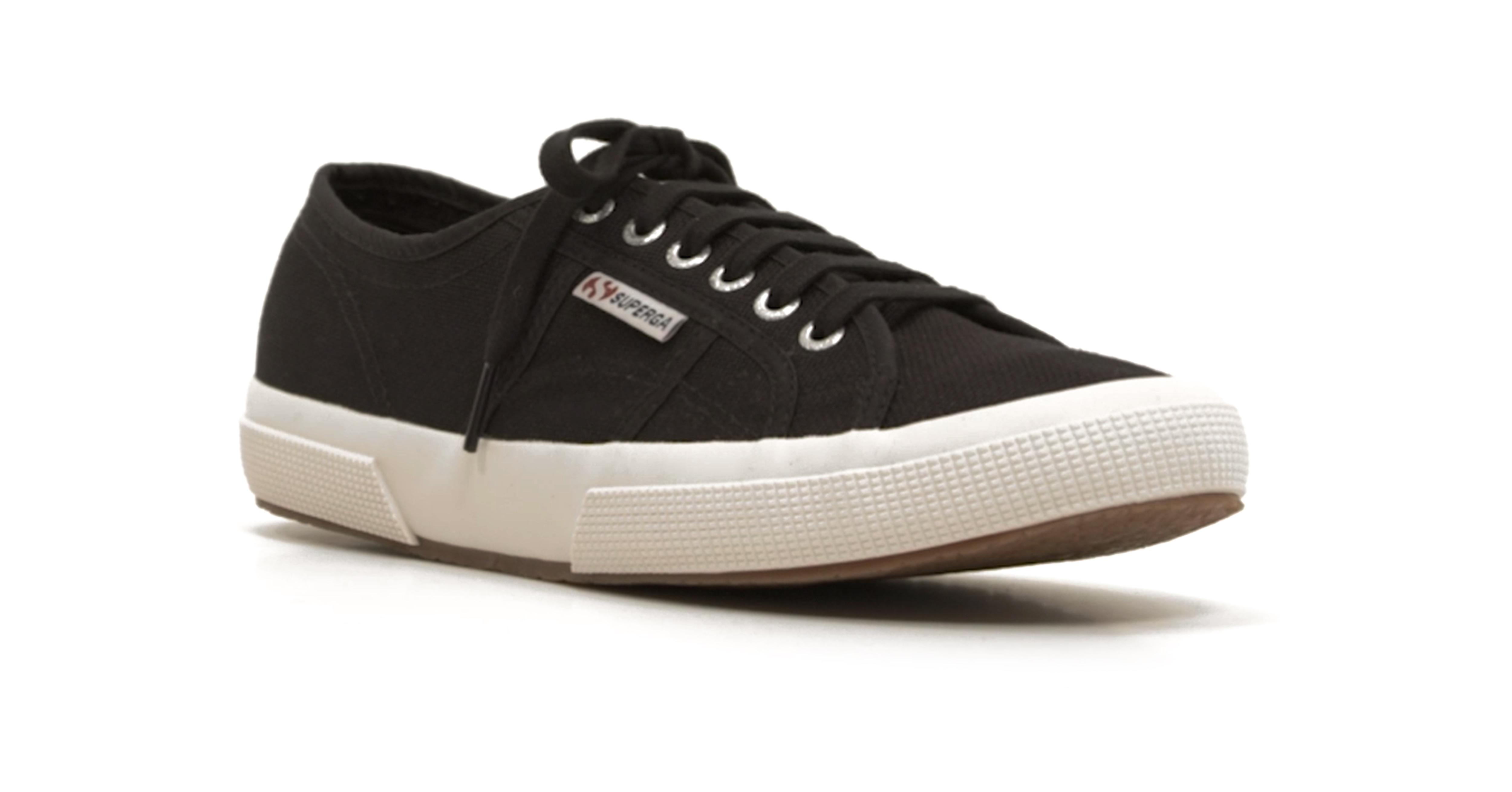 Så rengör och vårdar du skor av textil
