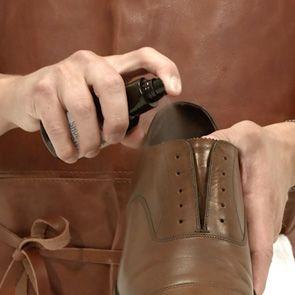 Så rengör och vårdar du läderskor